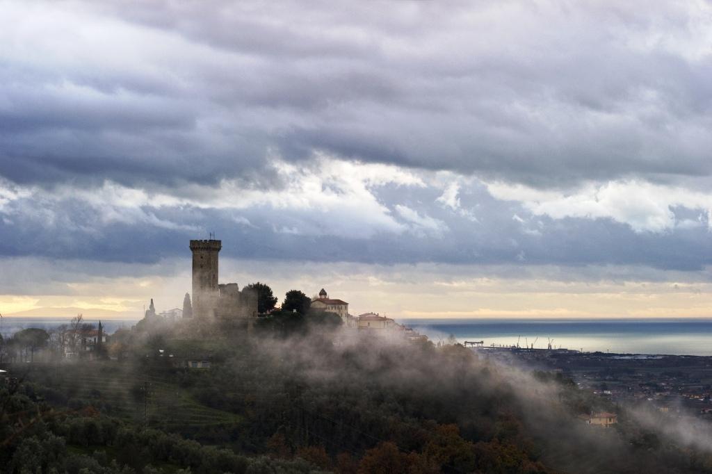 Foschia a Castelnuovo Magra