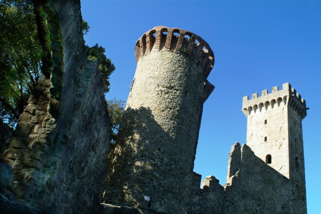 Particolare del Castello dei Vescovi di Luni