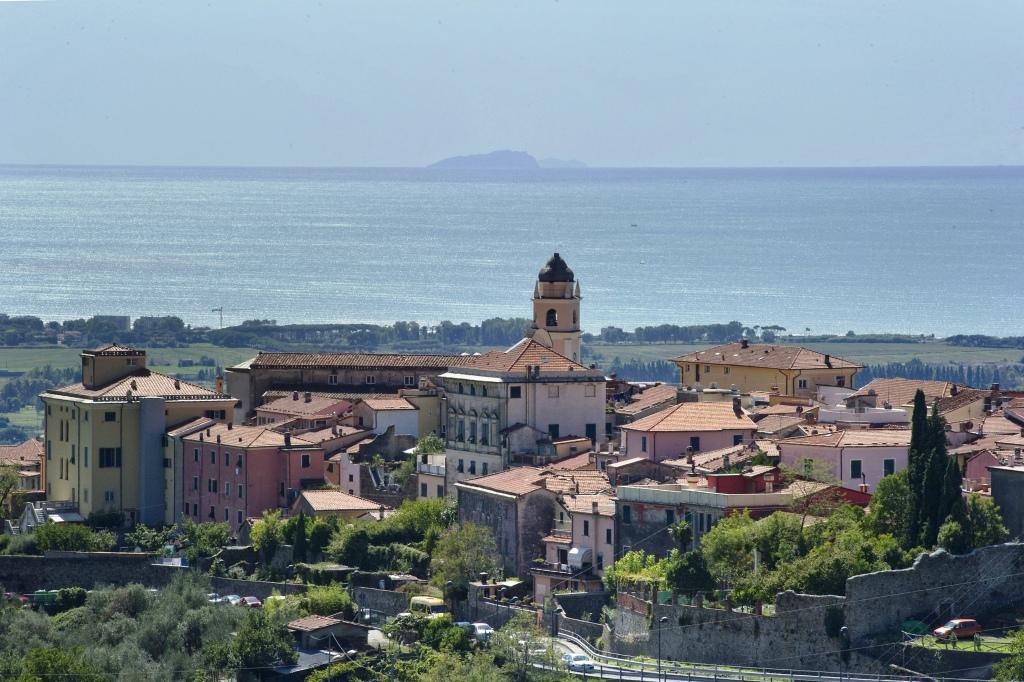 Particolare del Centro Storico con isola Gorgona sullo sfondo 2