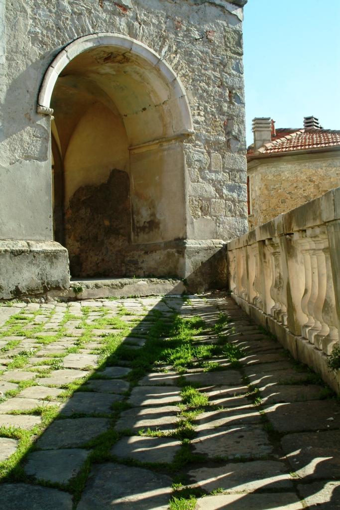Piazzetta antistante la Chiesa di Santa Maria Maddalena